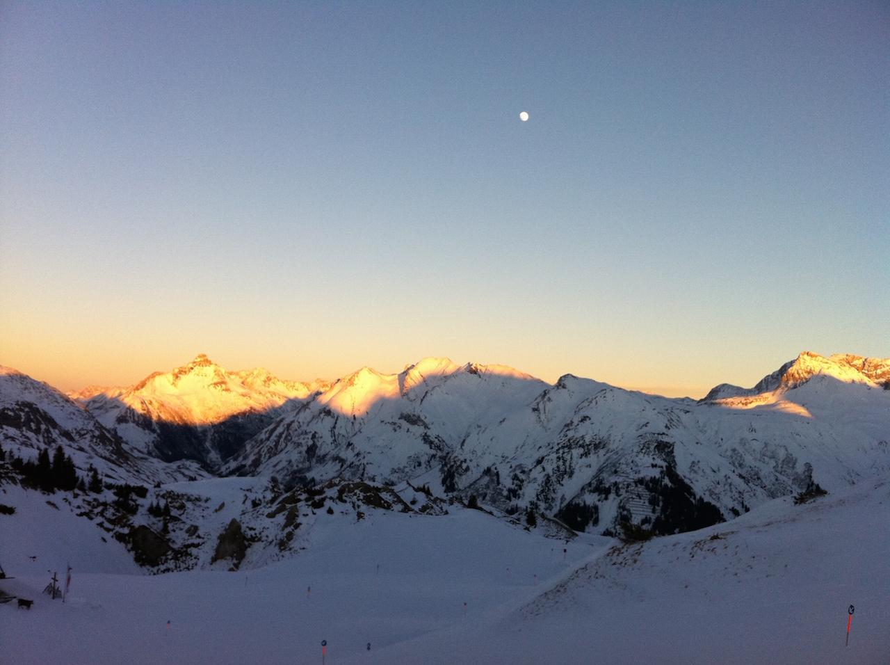 Tipp: Absacker auf der Balmalp trinken und zum Sonnenuntergang das Panorama genießen